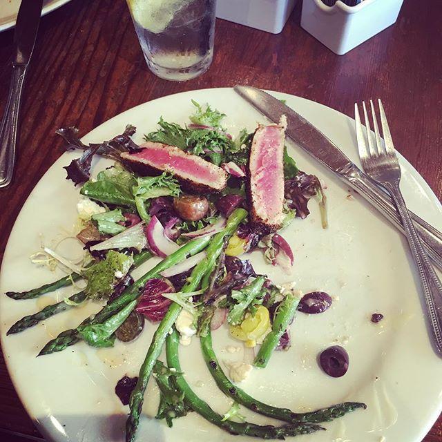 Tuna and asparagus for this Pilates girl❣ yum ️ #sushi #isitsushi #weightloss #salad #digin #nom #gracefulpilates