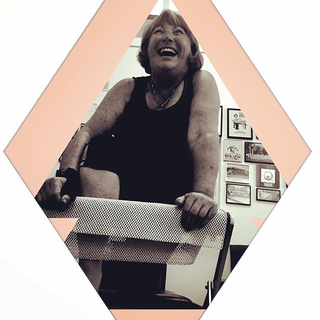 When you don't know if you should laugh or cry during hip flexor stretch on the reformer!  Since you're in group class, you choose laughter @maloykay oh the feel good pain of it all❣#grouppilates #pilates #reformer #hipstretch #paincanbegood #breath #breathe #livermorepilates #gracefulpilates