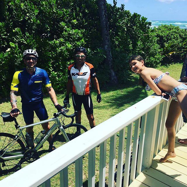 The boys don't stop 🚴🏿 @tonygaitanis @maddigaitanis #bikelife #hawaii #beach #bicycle #teamVaitanis