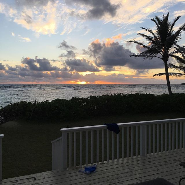 Oh the view this morning. Have a beautiful day - sending love your way #sunrise #view #oceanview #hawaii #oahu #love #goodvibes all day long❣️ ️