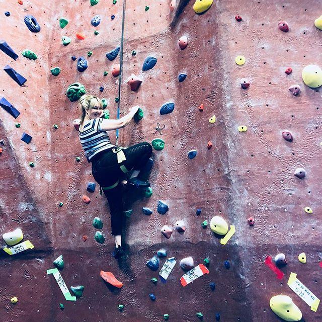Climbing to knew heights❣️❣️ #pilatesinstructor #rockclimbing #climbingtoknewheights #friday #fridays #fridaymood #fridayvibes #pumped