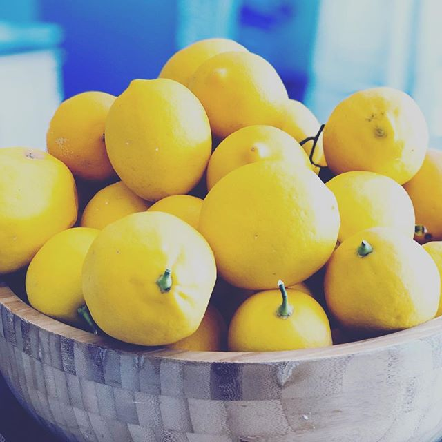 LEMONS 🍋 Have a daily glass of water with lemon. Why?  Good for; electrolyte, joint pain, digestion, liver, infection, bowel movements, immune system, blood, blood pressure, raising pH level, skin, gout, pregnant woman, heartburn, weight loss, tooth pain and gingivitis and cancer. To name a few.So next time you're handed lemons, make lemon waterP.S. Lemon water is best served warm, on an empty tummy, first thing in the morning. #lemon #lemon🍋 #lemonwater #lemonwater🍋 #lemons #lemom #meyerlemon