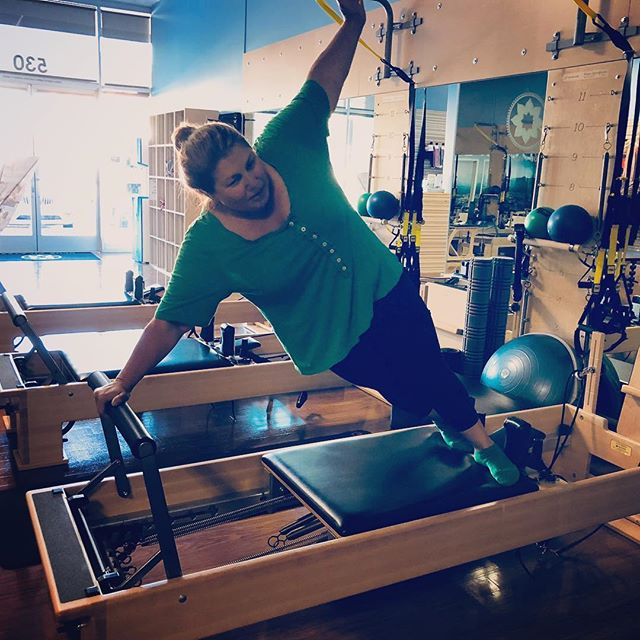 Hey kids - Give it up for @stagingbyholly (this is your handle, right? Oops if not). Side plank on reformer is no joke, Holly nailed it in every way! So proud ️ Plus her top and socks matched. Extra points for that @clubpilates_pleasanton #obliques #waisttraining #strong #strongwomen Gracefulpilates.com