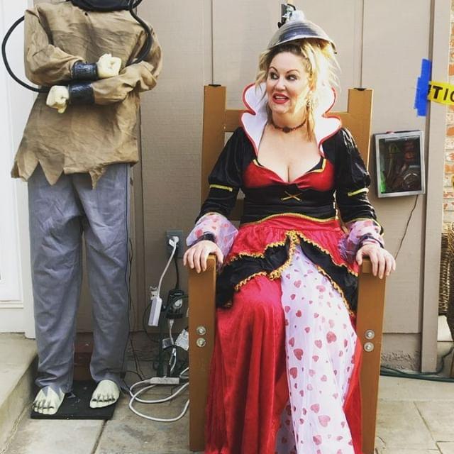 HAPPY HALLOWEENY!!#halloweencostume #happyhalloween #electricchair #somuchfortheQueen