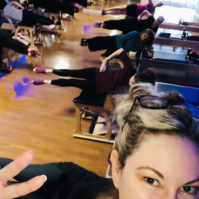 Serious Pre Thanksgiving workout 🏋🏼‍♀️. Great going kids, ya know I love ya, ya know I admire ya!  And so sorry that side will be so much sorer than the other side- but I had ta get the photo right y'all🙄 took me a minute #pilates #pilateschair #sideoverchair #obliques #thanksgiving #thanksgivingeve  gracefulpilates.com #livermore
