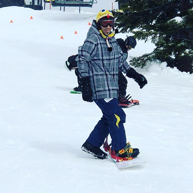 Must stick tongue  out to head to your first lift of the day. #lovethisman #spongebobhat @my.bike.life @kosuke_nak @jacquelinewoodwell @jackblack @jack.vara @pepperoni_xd #snowboarding #snow #winterhigh #getit
