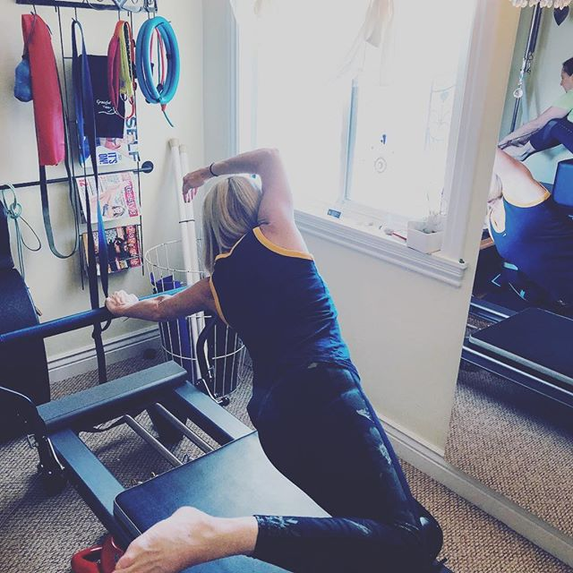 This side stretch is beautiful and not so easy. Knees are stacked, pushing the carriage away for a lovely side stretch.#reformer #pilates #pilateslovers #hipstrech #obliques #sidestretch #hipstack #gracefulpilates