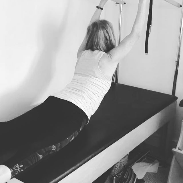Beautiful movement @lynnrogan and not easy as she's making it look. Huge extension in the arms, shoulders and back. And she feels incredible after doing so 🏼. Squeeze booty to protect lumbar spine❣️ #pilates #pilatescadillac #backextension #tough #proud #movement #getitgirl #backworkout #cadillac #strength #stretch #workout #pushyourself #yougotthis #youcandoit  Do what you think you cannot do🏼 #gracefulpilates Gracefulpilates.com #livermore